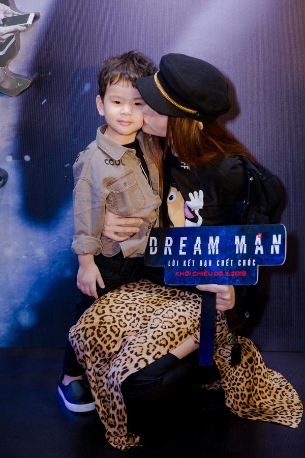Bé Henry năm nay tròn 3 tuổi, là con trai của Thu Thủy và người chồng cũ - doanh nhân Nhất Phương. Cả hai chia tay vào cuối tháng 11/2017 vì không còn tìm được tiếng nói chung trong cuộc sống. Hiện Thu Thủy làm mẹ đơn thân, chăm sóc con trai cùng sự hỗ trợ từ bà ngoại.
