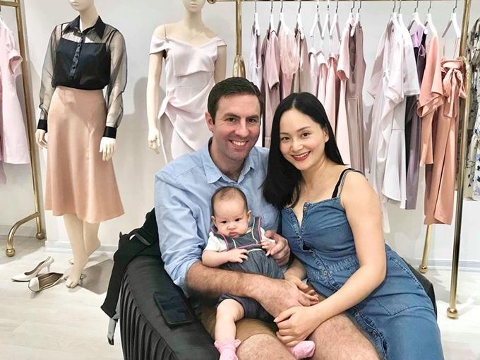 Gia đình nhỏ của diễn viên Lan Phương và ông xã ngoại quốc.