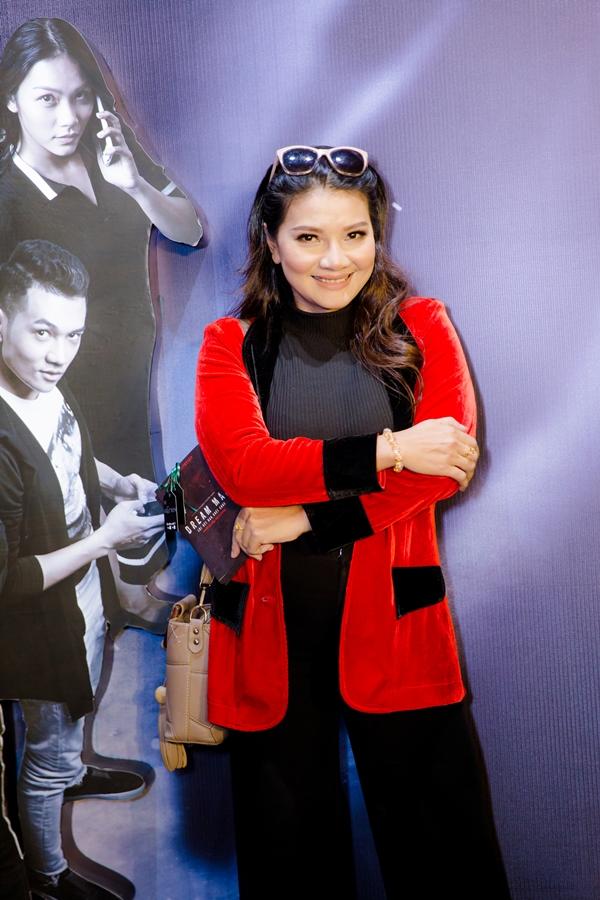 Diễn viên Kiều Trinh đến mừng con gái Thanh Tú ra mắt vai diễn mới.