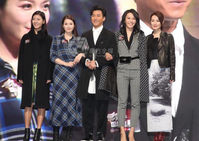 Hoa hậu Câu Vân Tuệ (thứ hai từ trái sang) mới tổ chức đám cưới trong tháng 10 cũng trở lại phim trường với Phi hổ chi lôi đình cực chiến.
