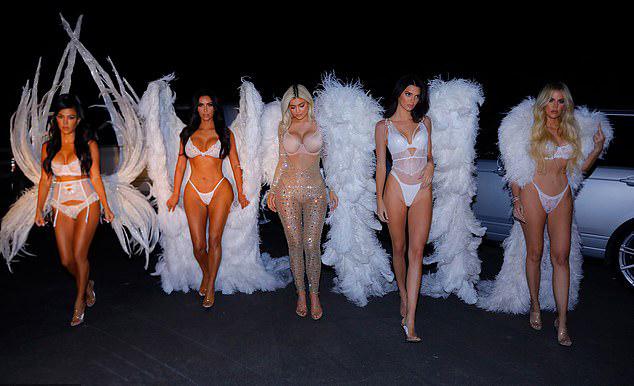 5 chị em Kim trở thành dàn thiên thần nội y bốc lửa.