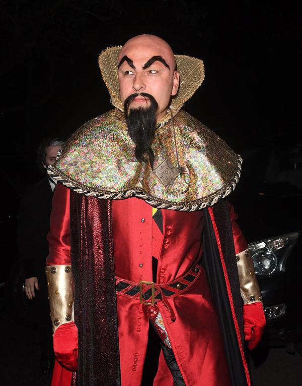 Phong cách tướng sĩ thời cổ của giám khảo Got Talent Anh, David William.