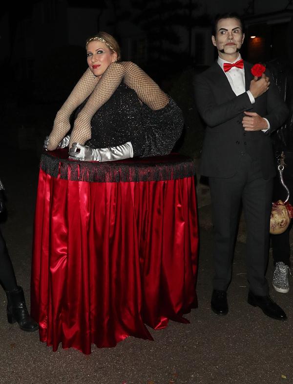 Nam diễn viên hài Jimmy Carr và bạn đời Karoline Copping hóa tranh kinh dị.