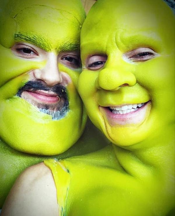 Siêu mẫu Heidi Klum và chàng người tình Tom Kaulitz hóa trang thành quỷ xanh.