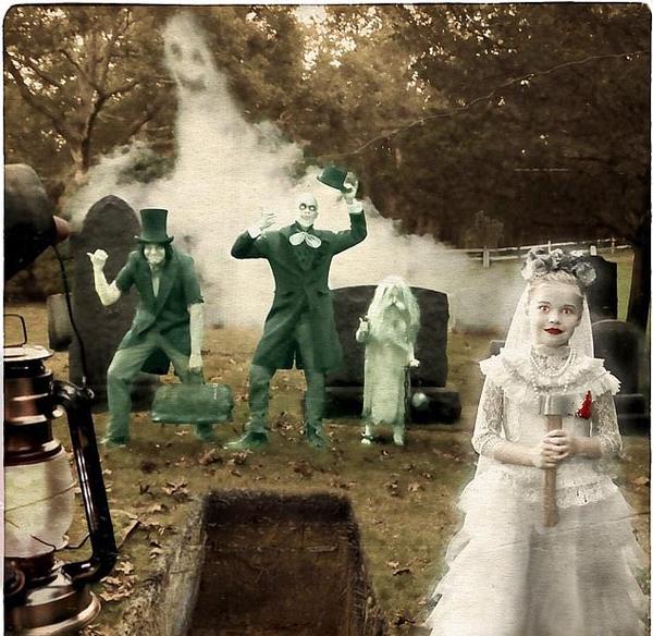 Cặp sao đồng giới Neil Patrick Harris và David Burtka cùng hai con theo đuổi phong cách ma quái.