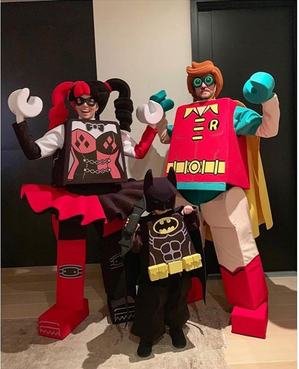 Vợ chồng Justin Timberlake và Jessica Biel cùng con trai nhỏ trông như các nhân vật Lego.