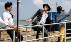 Trung Dũng làm 'anh hùng cứu mỹ nhân' trong MV của Vy Oanh