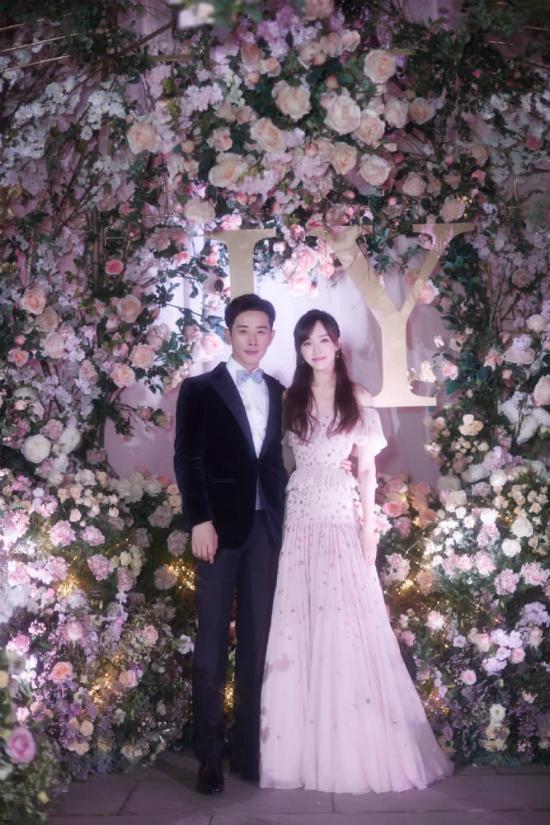 Đường Yên mặc váy dài quét đất trong đám cưới ở Vienna - 6