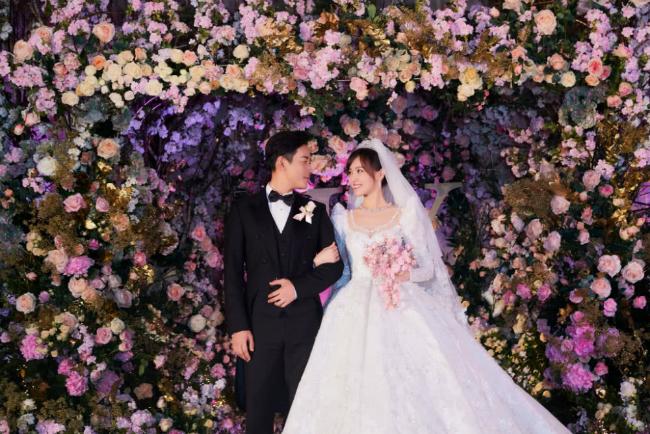 Đường Yên mặc váy dài quét đất trong đám cưới ở Vienna - 1
