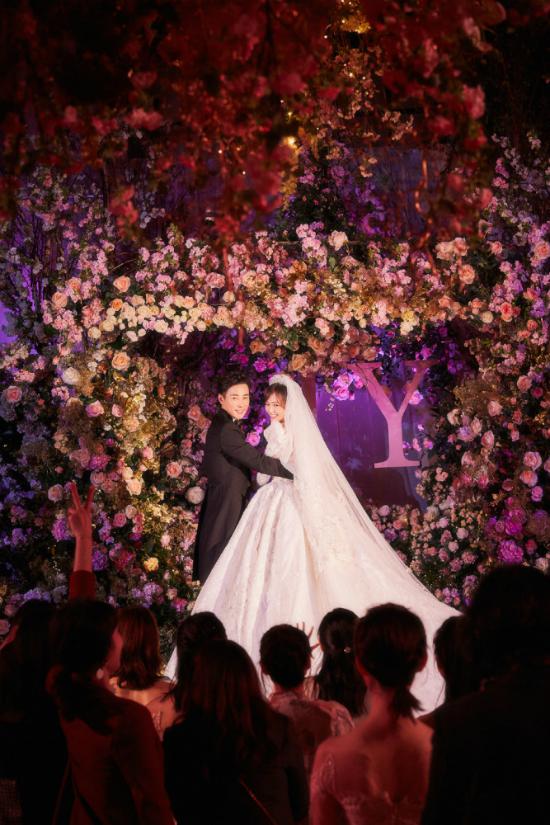 Đường Yên mặc váy dài quét đất trong đám cưới ở Vienna - 2