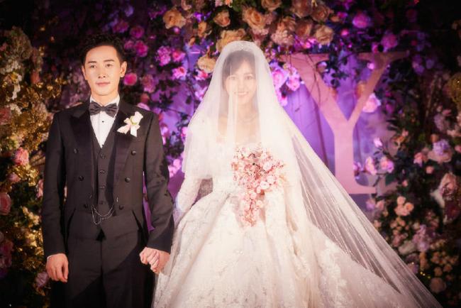 Đường Yên mặc váy dài quét đất trong đám cưới ở Vienna  - 5