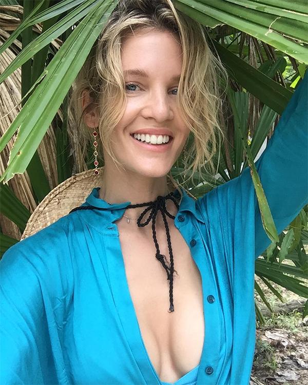 Cô đang quản lý một kênh blog du lịch có tênInner Journey with Liz trên Youtube.