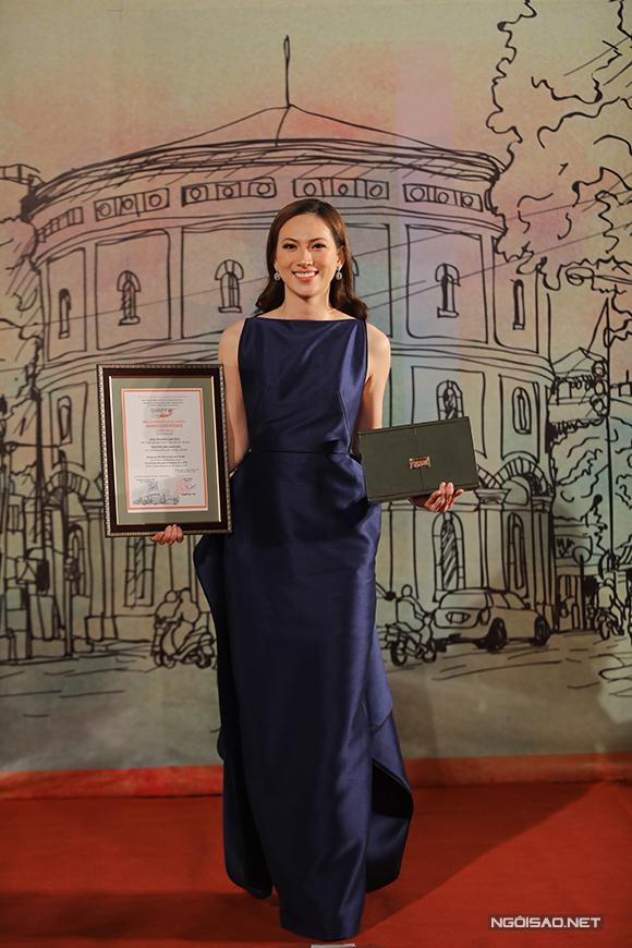 Phương Anh Đào rạng rỡ với giải thưởng Nữ diễn viên chính xuất sắc tại HANIFF 2018
