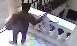 Người đàn ông lấy trộm áo tưởng niệm tỷ phú Vichai