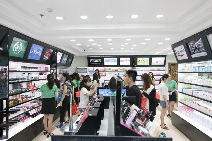 Hasaki cung cấp các loại mỹ phẩm từ các thương hiệu chính hãng cùng đội ngũ nhân viên tư vấn chuyên nghiệp, giúp người mua dễ dàng lựa chọn sản phẩm phù hợp.