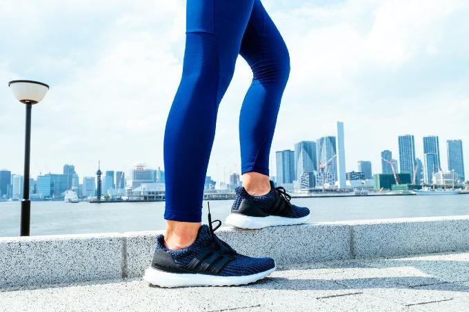 Giày Adidasnhựa thải bản màu đại dương năm 2018. Ảnh:Adidas.