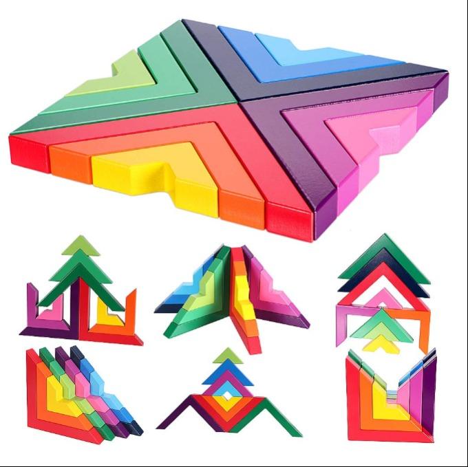Bộ xếp hình gỗ (giá từ 800.000 đồng): chỉ chưa tới một triệu đồng, bạn hoàn toàn có thể sở hữu bộ xếp hình bằng vật liệu gỗ thân thiện. không độc hại, cạnh mài nhẵn cho các bé ở nhà vui chơi, sáng tạo. Bộ xếp hình này không chỉ an toàn, mà còn kích thích tính tính tò mò và sáng tạo của các bé nhờ hiệu ứng phối màu đa dạng. Các bố mẹ còn có thể dạy con hệ thống màu sắc với bộ trò chơi này.