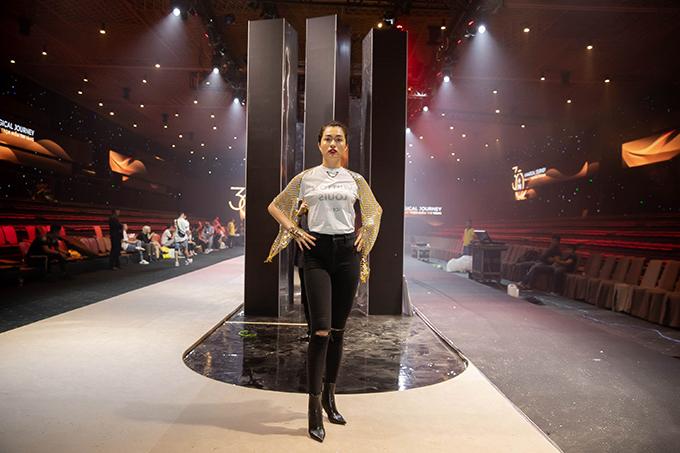 Lệ Hằng sẽ mở màn cho sự kiện thời trang kết hợp với những màn trình diễn của hơn 60 người mẫu hàng đầu nhằm giới thiệu 90 tuyệt tác trang sức đến giới mộ điệu. Chương trình có tên gọi A Magical Journey sẽ được tổ chức vào tối 2/11 tại TP HCM.