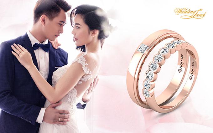 Đến với gian hàng trang sức DOJI tại Hội chợ quốc tế trang sức Việt Nam (VIJF), từ ngày 8 đến 12/11, bạn sẽ được chiêm ngưỡng hàng trăm mẫu nhẫn cưới mới nhất cho mùa cưới 2018  2019 với ưu đãi. Đăng ký online nhận voucher 100.000 đồng mua sắm voucher.trangsuc.doji.vn.