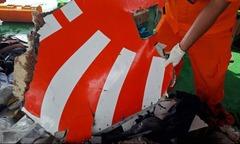 Tìm thấy càng đáp và một phần thân máy bay Indonesia dưới biển