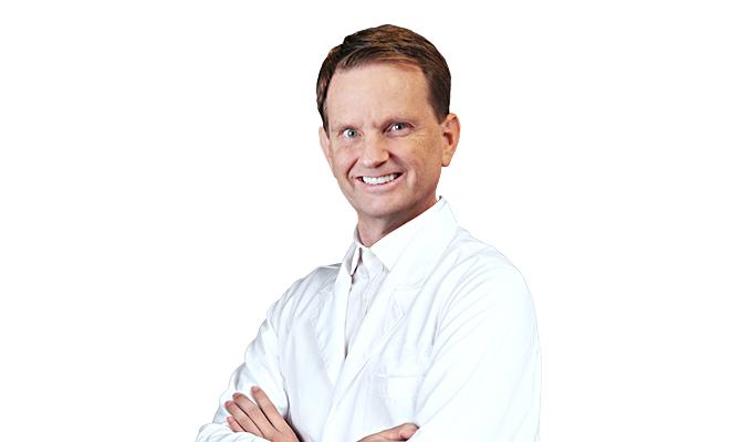 Dr. Robert Peteson - Chuyên gia thẩm mỹ tạo hình vóc dáng hàng đầu Mỹ.