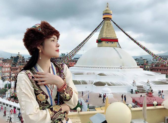 Sau biến cố gia đình, Dương Cẩm Lynh một mình lên đường tới Nepal, Tây Tạng du lịch và cân bằng cảm xúc bản thân. Cô may mắn có ông bà ngoại chăm giúp William nên an tâm lên đường, cảm nhận cuộc sống bình yênở vùng đất Phật.