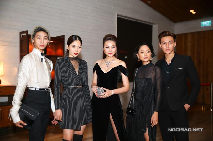 Phạm Thanh Hằng lần đầu tiên dẫn các học trò ở The Face đi tham gia sự kiện.