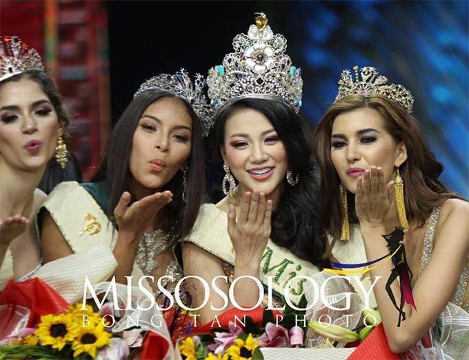 Tân hoa hậu người Việt Nam và các Á hậu: Colombia, Áo, Mexico.