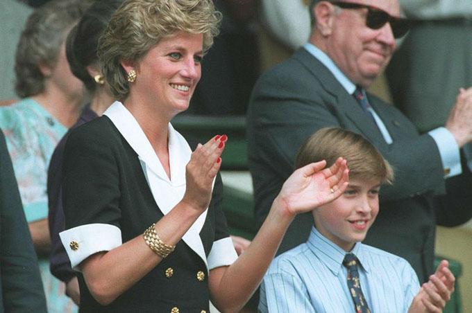William mới 12 tuổi khi biết mẹ có quan hệ tình cảm với ông James Hewitt. Ảnh: Mirror.