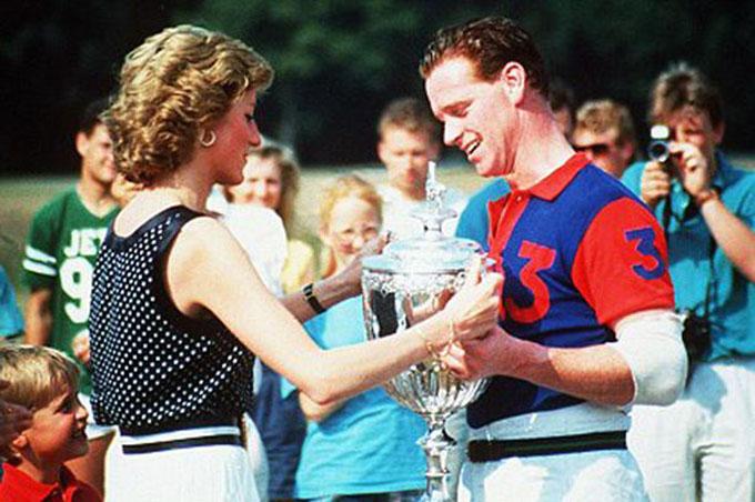 Bà Diana và ông James Hewitt năm 1994. Ảnh: Rex.