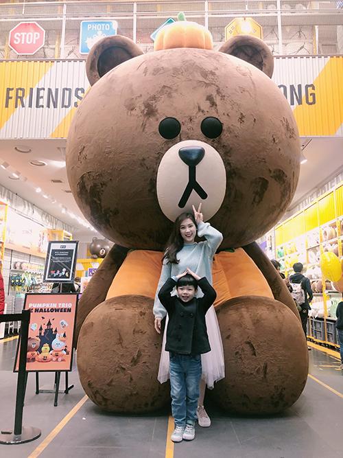 Hoa hậu Phí Thuỳ Linh và con trai đi bộ 15 km trong chuyến du lịch Hàn Quốc - 9