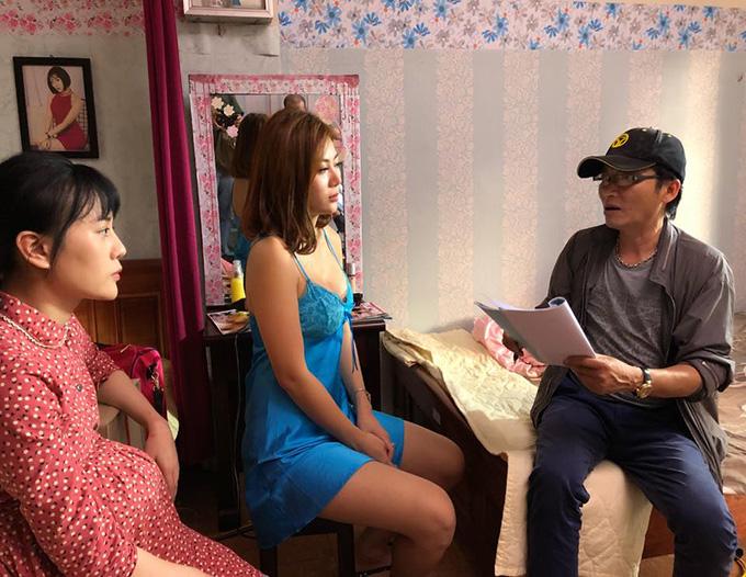 Phương Oanh, Thanh Hương và NSƯT Mai Hồng Phong tại trường quay ở Sóc Sơn (Hà Nội)