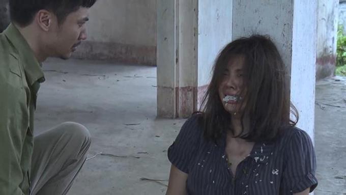 Thanh Hương bỏng miệng vì đóng cảnh Lan Cave bị anh trai nhét cơm vào mồm.