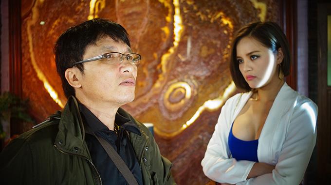 Đạo diễn Mai Hồng Phong và diễn viên Thu Quỳnh tại phim trường Quỳnh Búp Bê.