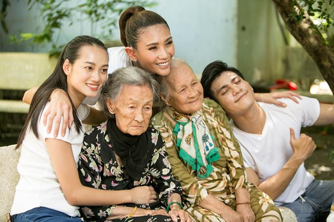 Team Võ Hoàng Yến được khen ngợi vì thể hiện được sắc thái và chạm đến cảm xúc của khán giả khi xem các bức ảnh trong thử thách nhóm.