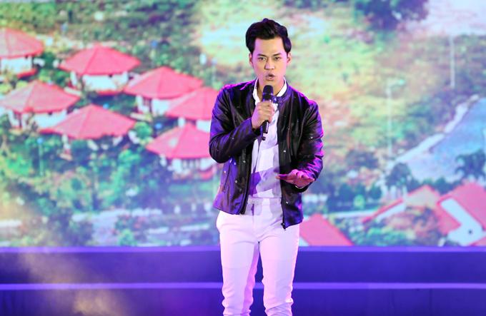 Phan Ngọc Luân gây ấn tượng với giọng hát nội lực, phong cách biểu diễn phiêu linh.
