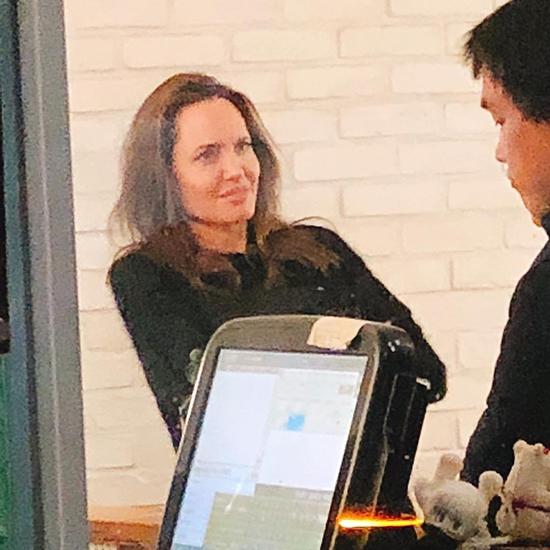 Jolie đang có chuyến công tác tại Hàn với vai trò là đại sứ thiện chí của Cao ủy liên hợp quốc về người tị nạn.