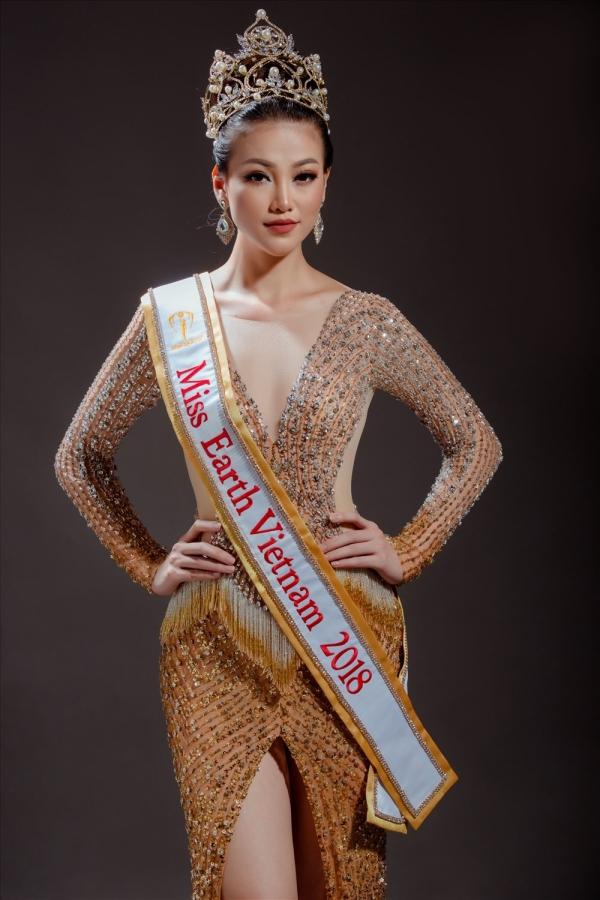 Phương Khánh được trao vương miện và dải băng Hoa hậu Trái đất Việt Nam 2018.