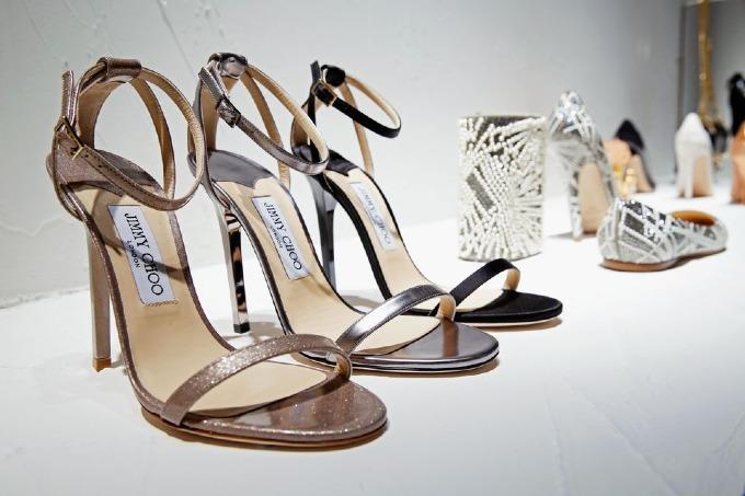 Trong 21 năm, thương hiệu giày hạng sang Jimmy Choo đi lên từ một startup London khiêm tốn thành hiện tượng toàn cầu, được mua lại với giá 1,2 tỷ USD vào tháng 7/2017. Thành công của nhãn giày phần lớn nhờ công nương Diana, phim truyền hình Sex and the City và hàng triệu phụ nữ cuồng giày của họ. Ảnh: Jimmy Choo.