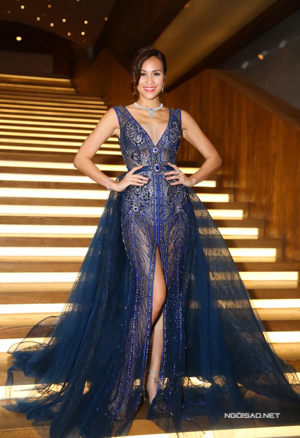 MC Phương Mai tỏa sáng tại fashion show ở TP HCM khi diện thiết kế đính kết cầu kỳ do Đỗ Long thực hiện.