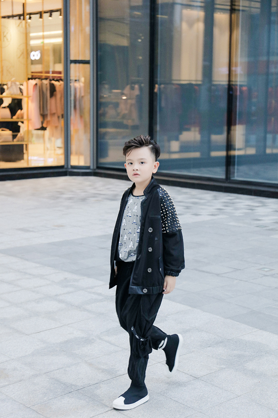 Thiên Bảo một gương mặt mới của câu lạc bộ người mẫu nhí Pinkids.Bé vừa tham gia lớp học của đạo diễn thời trang Nguyễn Hưng Phúc sau mùa 2 Asian Kids Fashion Week.
