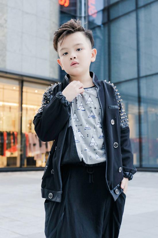 Thiên Bảo được rất nhiều thương hiệu thời trang trẻ em và nhà thiết kế chọn lựa vì sự đáng yêu và tạo hình tốt khi tham gia chụp ảnh, quay clip.