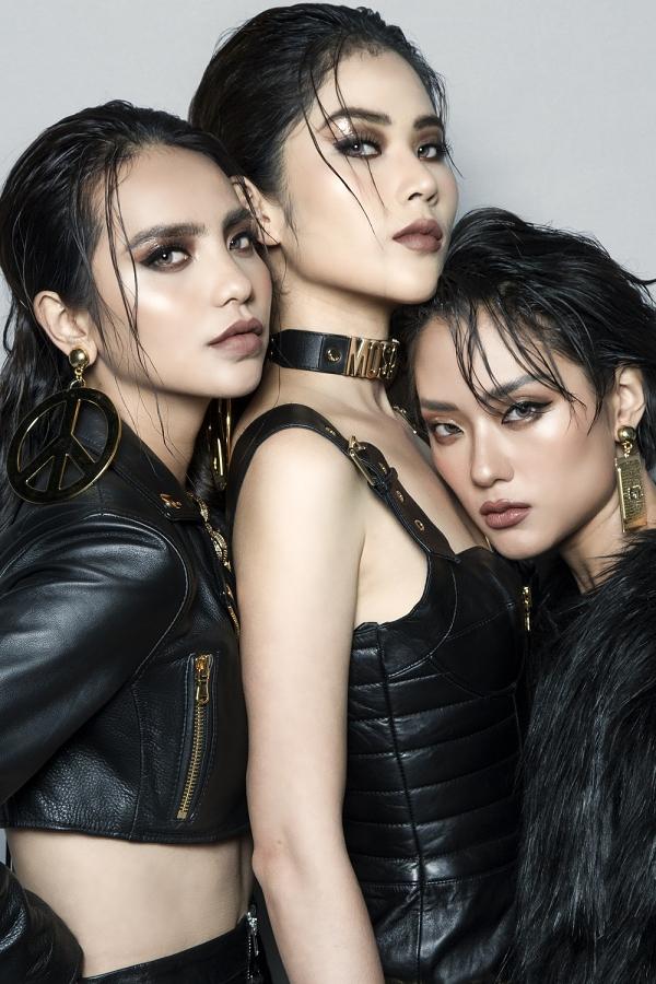 Linh Chi (trái) luôn quyết tâm trong các thử thách của chương trình. Cô từng bị Thanh Hằng đưa vào vòng loại tập 4 nhưng được Hoàng Yến giữ loại vì có nhiều tố chất phát triển.