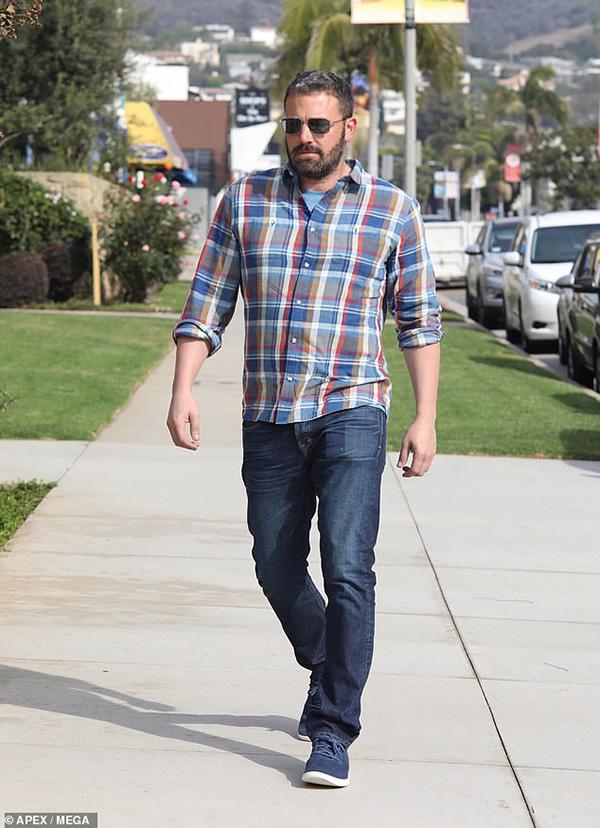 Ben Affleck khỏe mạnh hơn sau khi rời khỏi trung tâm cai nghiện