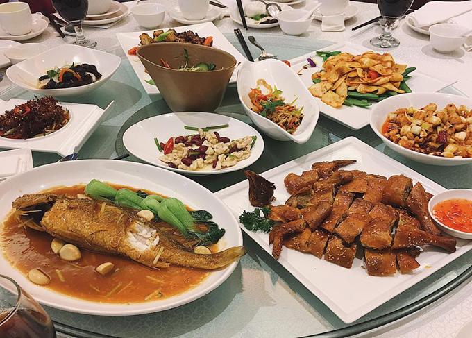 Thảo không hợp lắm với đồ ăn ở Trung Quốc do vị mặn, dầu mỡ. Tuy nhiên, khi dùng bữa ở các nhà hàng sang trọng thì đồ ăn vừa miệng hơn.