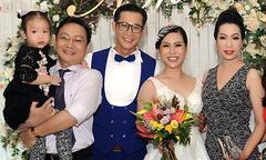 Vợ chồng Trịnh Kim Chi cùng dàn nghệ sĩ dự cưới Hồng Mơ