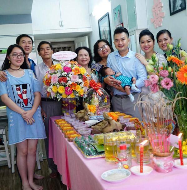 Đại gia đình của vợ chồng Lê Khánh - Tuấn Khải hội ngộ.