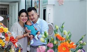 Lê Khánh làm lễ đầy tháng cho con trai