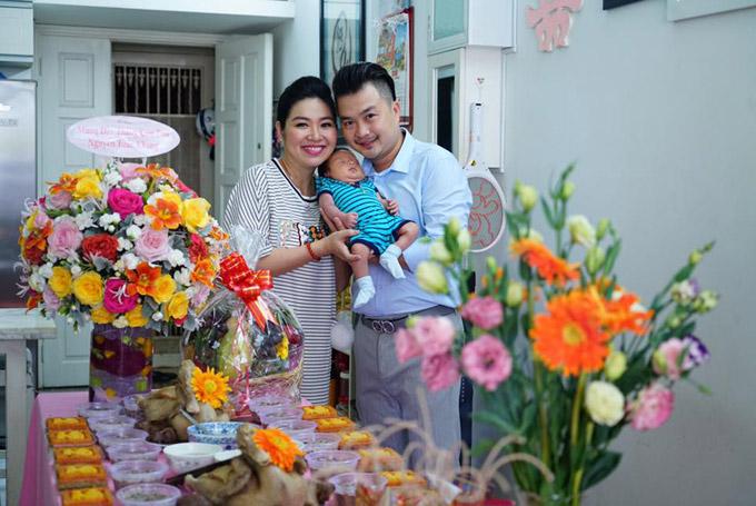 Cậu nhóc Nguyễn Tuấn Khang là trái ngọt đầu tiên trong cuộc hôn nhân của vợ chồng Lê Khánh - Tuấn Khải. Cặp đôi kết hôn từ năm 2014 và sau 3 năm mới có con đầu lòng.