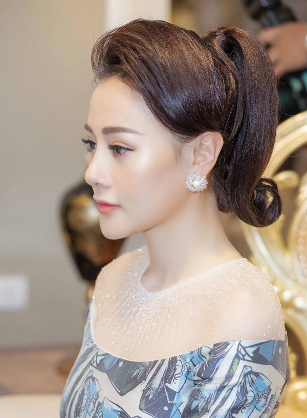 Phương Oanh Quỳnh búp bê thân thiết Việt Anh tại sự kiện